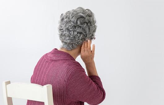 補聴器の相談を受ける